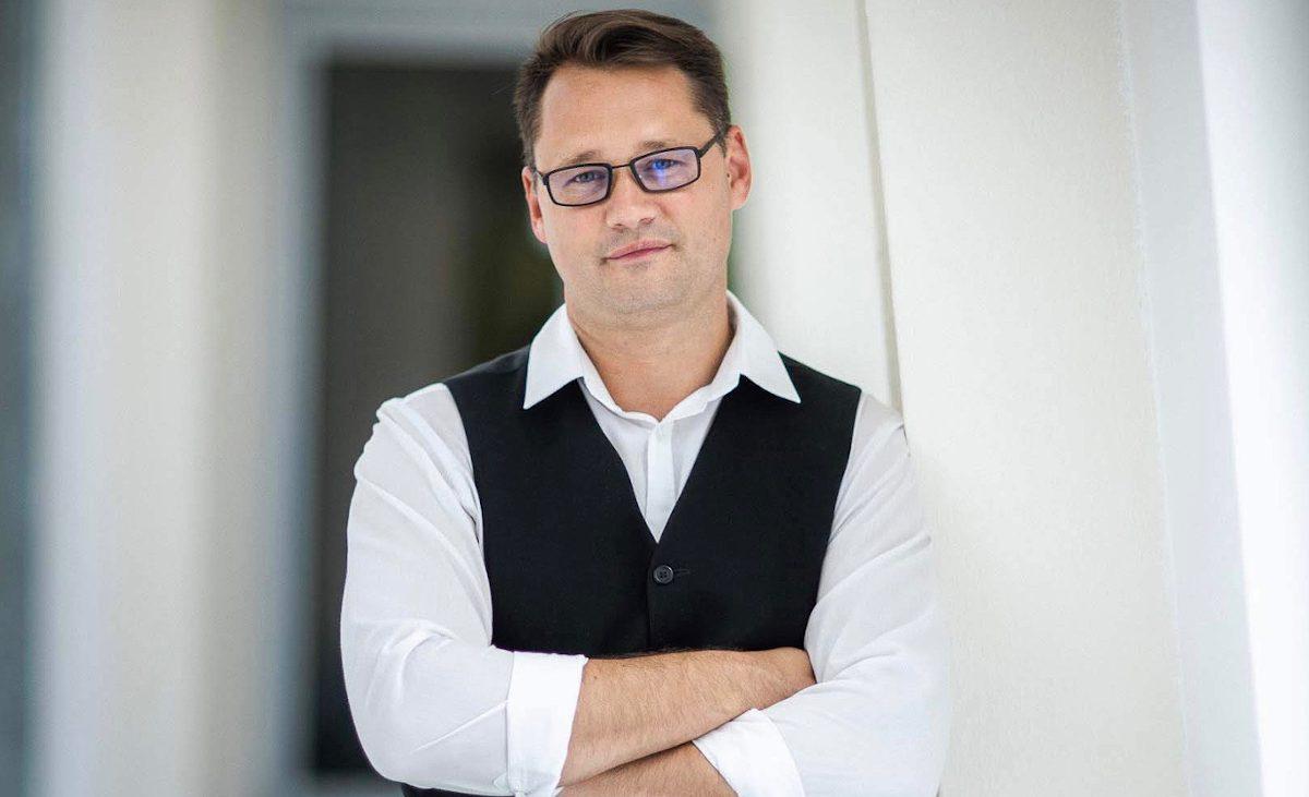 A pécsi virológia vezetője, Jakab Ferenc irányíthatja a ...